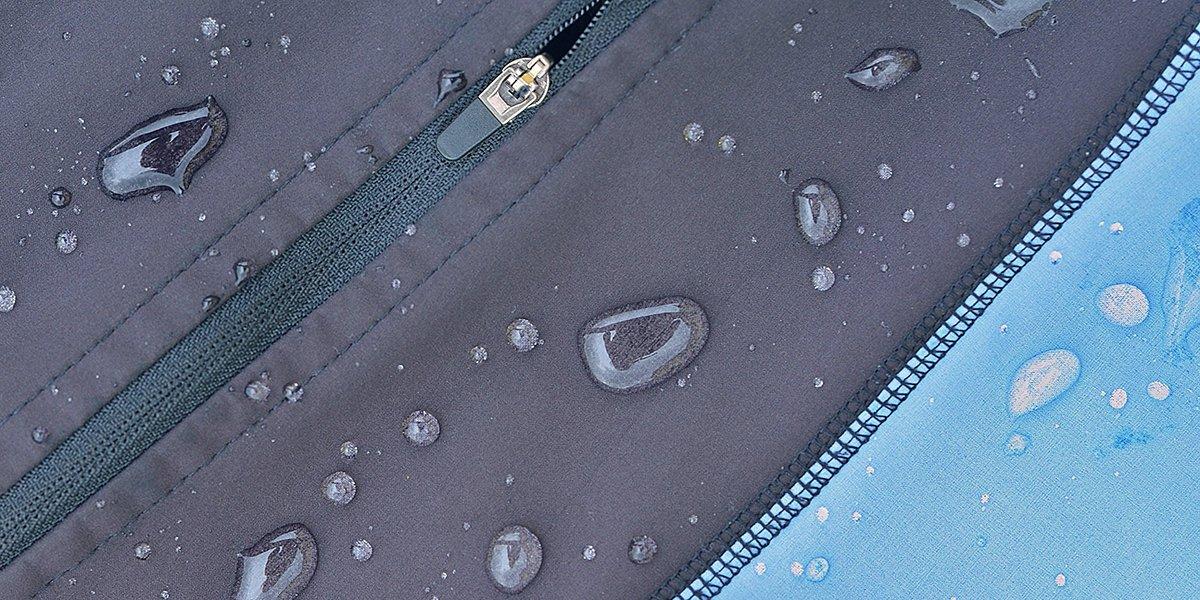 Zoom sur une veste softshell avec effet déperlant