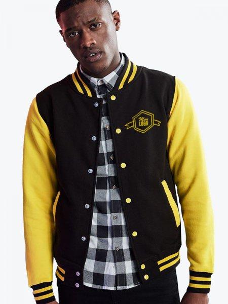 Veste teddy JH043 coloris Jet black / sun yellow porté par un mannequin homme