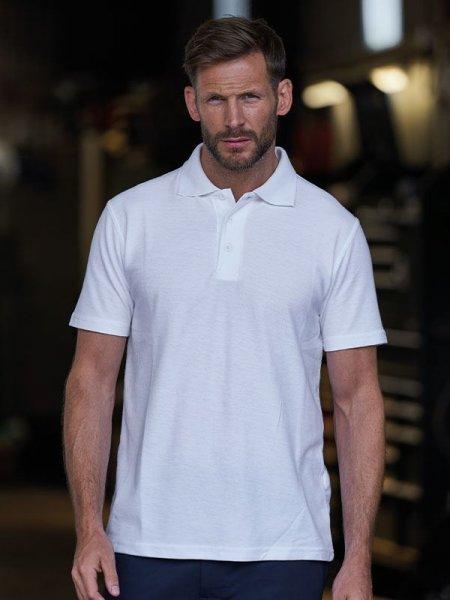 mannequin homme porte polo blanc à manches courtes