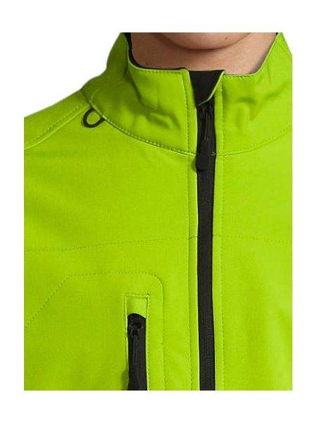 Détails col et poche poitrine de la veste Softshell Relax en coloris Vert Absinthe