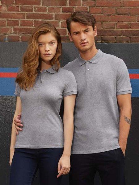 Les mannequins  homme et femme portent le polo CGPM430 en coton bio à personnaliser en coloris Heather Grey