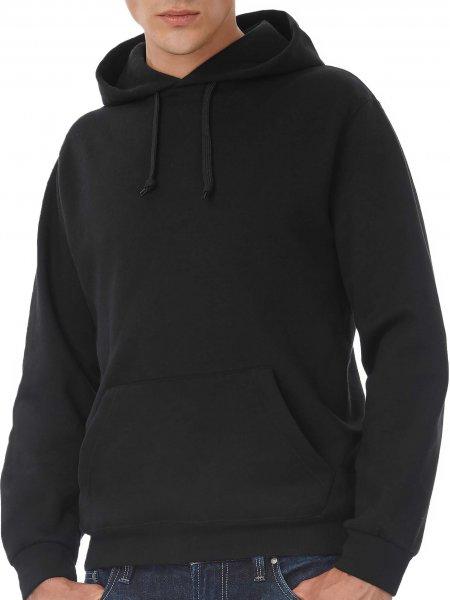 Le mannequin homme porte le sweat CGWUI21 à capuche et poche kangourou à personnaliser en coloris Black
