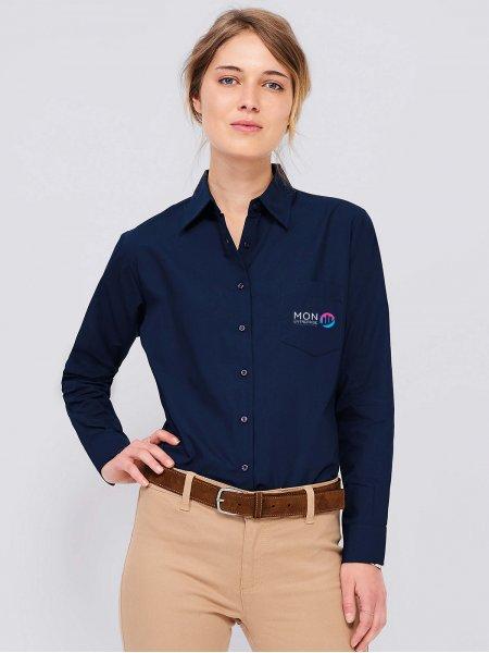 Exemple de logo floqué sur une chemise pour femme Executive en coloris bleu foncé