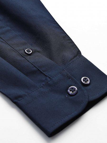 Détails du poignet ajustable avec boutons sur la chemise Executive en coloris bleu foncé