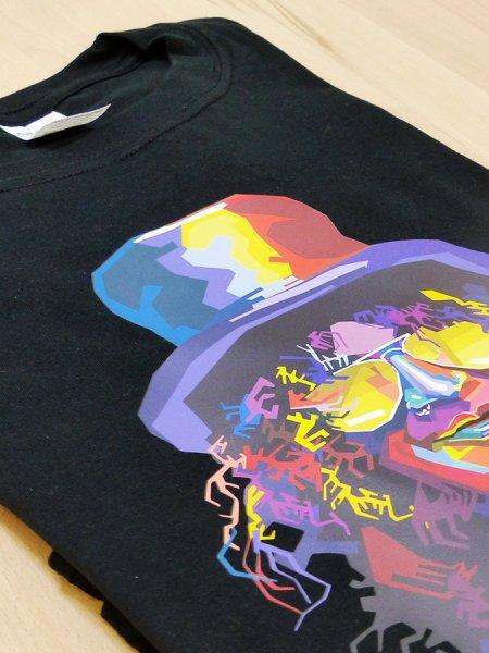 Le t-shirt GI6400 en coloris Black avec une personnalisation Quadriflex