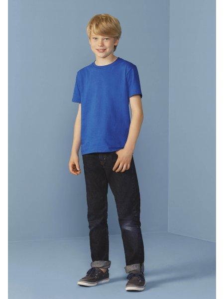 Le mannequin enfant porte le t-shirt à manches courtes et col rond GI6400B à personnaliser en coloris Royal Blue