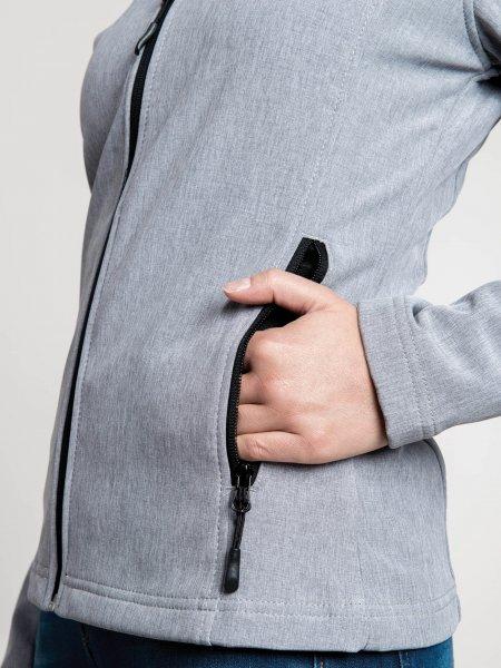 Zoom sur la poche zippée de la veste softshell K400 pour femme en coloris Marl Grey