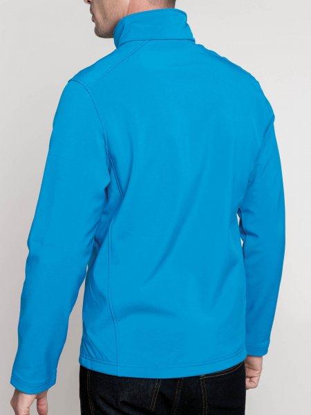 Le mannequin homme porte la softshell K401 de dos à personnaliser en coloris K401 en coloris Aqua Blue