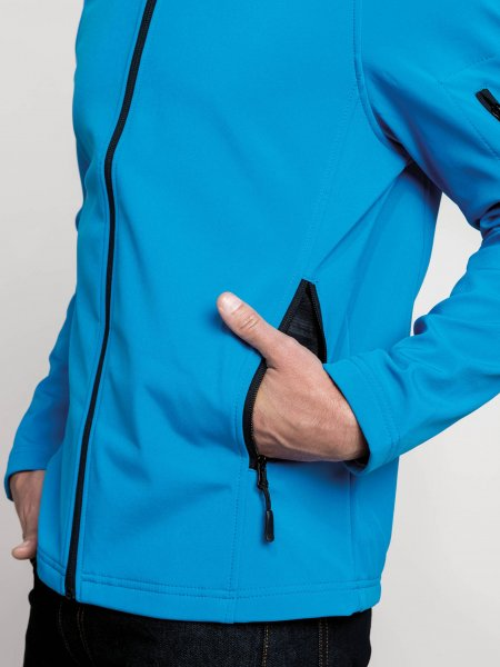 Zoom sur la poche zippée de la veste softshell K401 en coloris Aqua Blue
