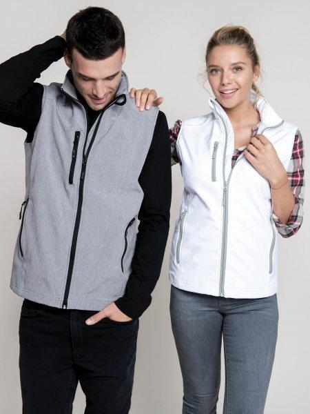 Les mannequins homme et femme porte le bodywarmer softshell K403 à personnaliser en coloris Marl Grey et White