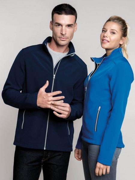 Les mannequins homme et femme portent la K425 à personnaliser en coloris Navy et Light Royal Blue