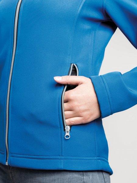 Zoom sur la poche zippée de la softshell K425 à personnaliser en coloris Light Royal Blue
