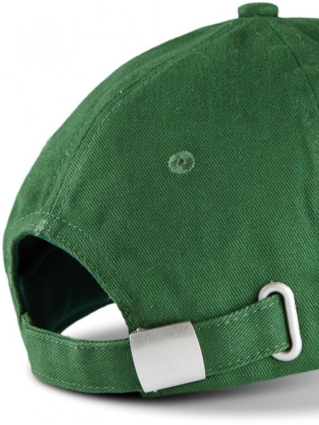 Zoom sur la fermeture réglable par boucle métallique de la casquette KP124 à personnaliser en coloris Forest Green / Beige