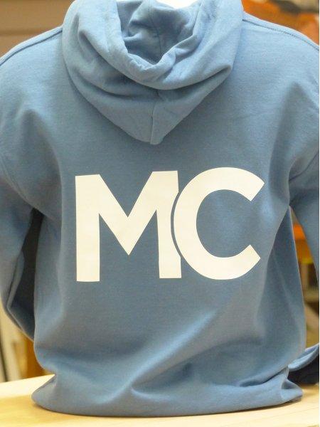 Le sweat-shirt GI18500 personnalisé avec un marquage Flex en coloris Light Blue