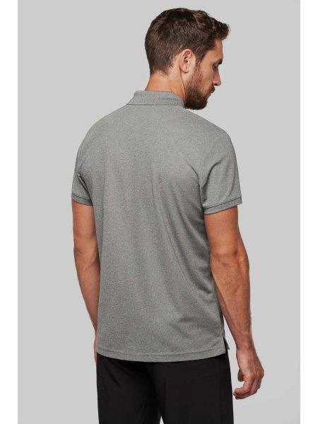 Le mannequin homme porte le polo PA489 de dos en coloris Grey Heather