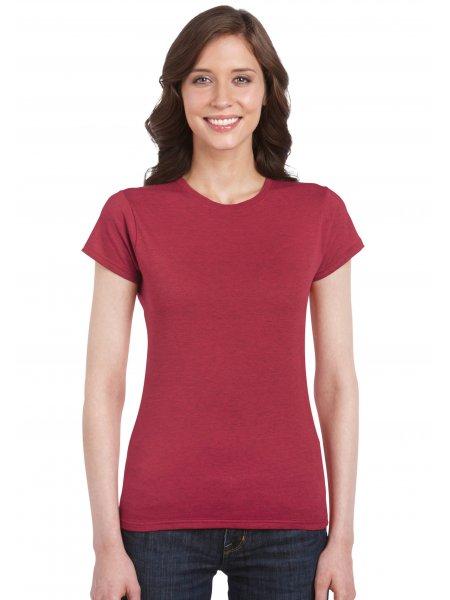 Le mannequin femme porte le t-shirt à manches courtes et col rond personnalisable GI6400L en coloris Antique Cherry Red