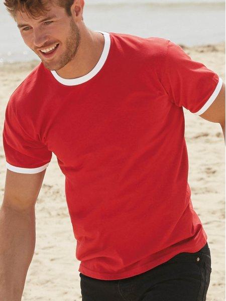 Le mannequin homme porte le t-shirt SC61168 à col et bords des manches contrastés personnalisable en coloris Red / White