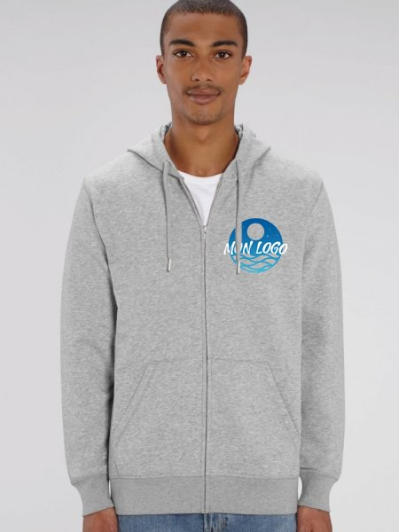 sweat zippé Connector coloris heather grey porté par un mannequin homme avec exemple de logo imprimé