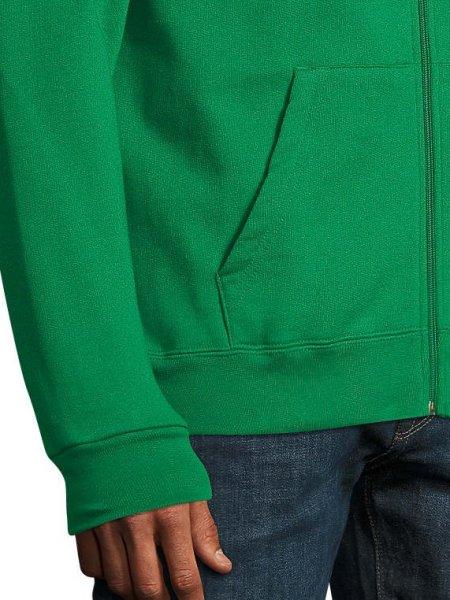 Zoom sur la poche et le poignet du sweat zippé Stone en coloris vert prairie