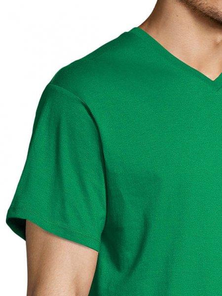 Zoom sur les coutures de l'épaule et du col du t-shirt Victory en coloris vert prairie