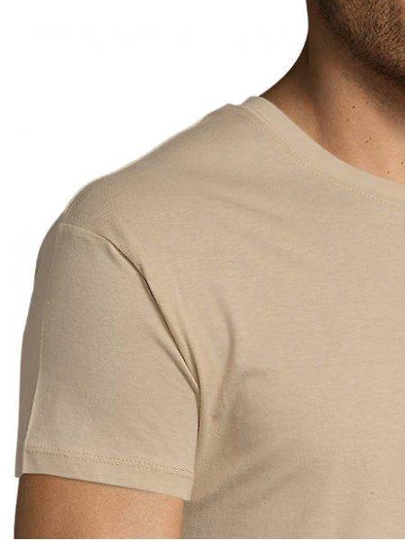 Zoom sur les coutures de l'épaule et du col du tshirt Regent en coloris sable