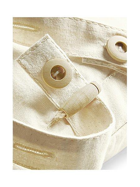 Zoom sur les détails des bretelles du sac à dos WM185 en coloris Natural