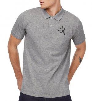 Le mannequin homme porte le polo CGPM430 en coton bio à personnaliser en coloris Heather Grey