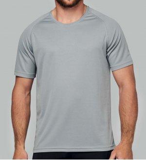 Le modèle homme porte le t-shirt respirant PA438 à personnaliser en coloris Fine Grey
