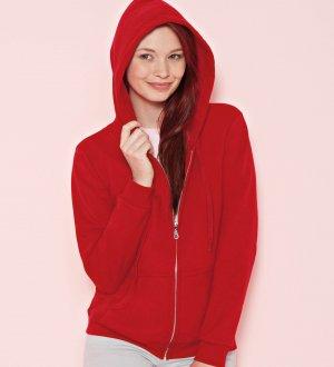 Le mannequin femme porte le sweat à capuche zippé GI18600FL à personnaliser en coloris Red