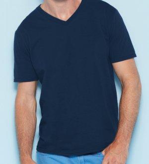 Le mannequin homme porte le t-shirt col V et manches courtes GI64V00 à personnaliser en coloris Navy