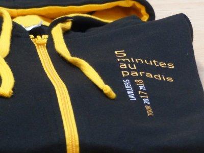 Sweat à capuche imprimé / référence : JH053 en coloris Jet black / gold